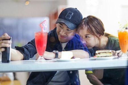 Hanh trinh tu dong nghiep den scandal tinh ai giua Tran Thanh va Hari Won - Anh 1