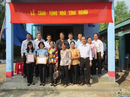 Hai quan TP.HCM: Tang nha tinh nghia cho Me Viet Nam Anh hung - Anh 1