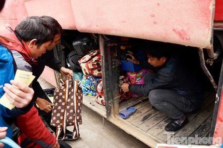 Ha Noi: Ben xe dong nghit nguoi roi Thu do dip Tet Nguyen dan - Anh 4
