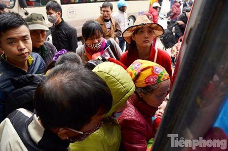 Ha Noi: Ben xe dong nghit nguoi roi Thu do dip Tet Nguyen dan - Anh 5