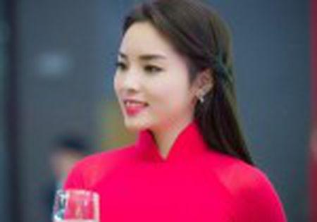 Dao dien Dai bi tan cong den nguy kich vi nhuong ao cho ke la - Anh 2