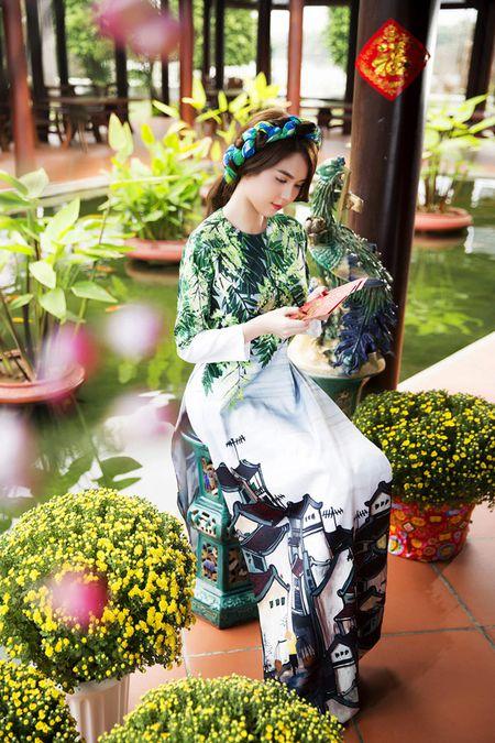 My nhan Viet e ap voi ao dai hoa tiet ngap tran sac Xuan - Anh 15
