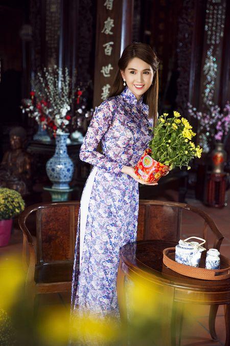 My nhan Viet e ap voi ao dai hoa tiet ngap tran sac Xuan - Anh 9