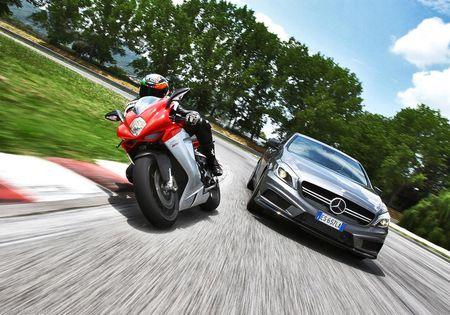 Sieu mo to MV Agusta sap duoc bay ban tai showroom cua Mercedes-Benz - Anh 4