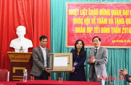 Uy ban Doi ngoai Quoc hoi tang qua Tet tai Tan Ky, Thanh Chuong - Anh 3