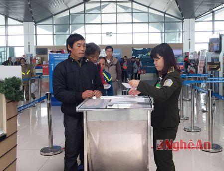Hanh khach qua Cang hang khong Vinh tang dot bien - Anh 3
