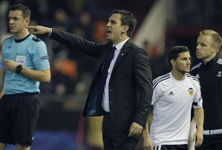 Barcelona vs Valencia (3h ngay 4/1): Loi cham het cho Gary Neville - Anh 1