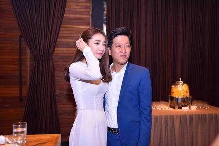 Nha Phuong mac ao dai den mung Truong Giang mo truong Anh ngu - Anh 1
