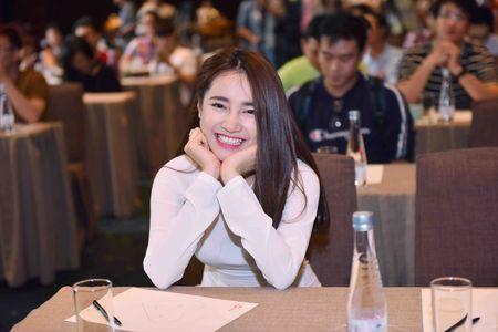 Nha Phuong mac ao dai den mung Truong Giang mo truong Anh ngu - Anh 4
