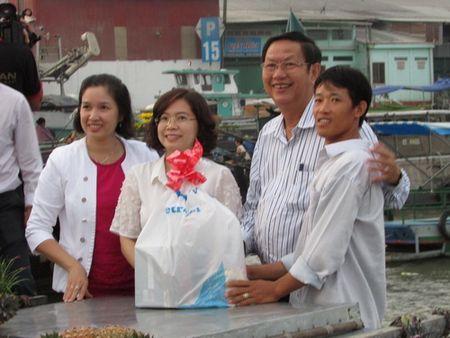 Tet den voi thuong ho cho noi Cai Rang - Anh 1