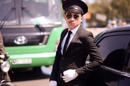 Tran Thanh dich than lai xe sang don fan di du tiec - Anh 1
