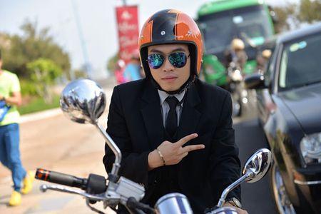 Tran Thanh dich than lai xe sang don fan di du tiec - Anh 6