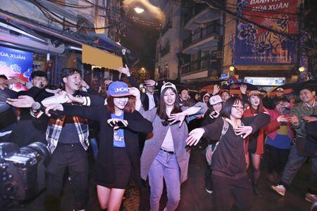 Loat hit remix tre trung khuay dong khong gian pho co - Anh 4