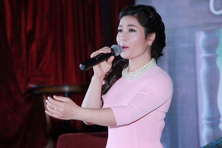"""""""Sao Mai"""" Song Thao ket doi voi Tan Nhan - Anh 2"""
