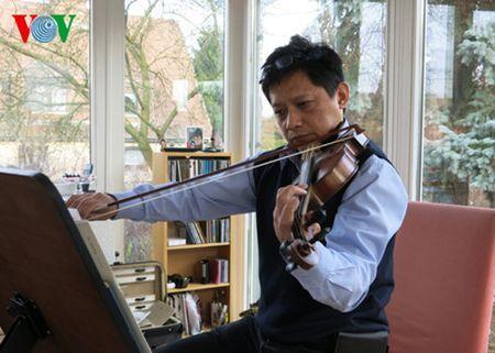 Nghe si violin noi tieng Le Ngoc Anh Kiet dot ngot qua doi - Anh 1