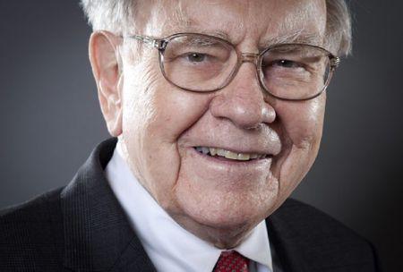 Ti phu Warren Buffett tang dau tu nganh dau khi giua luc dau gia re - Anh 1