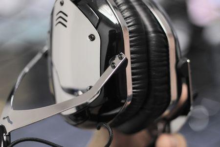 Mo hop tai nghe Bluetooth ham ho cua V-Moda, gia 8 trieu - Anh 7