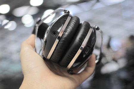 Mo hop tai nghe Bluetooth ham ho cua V-Moda, gia 8 trieu - Anh 8