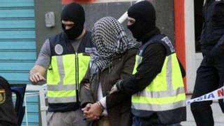 Tay Ban Nha bat giu 7 doi tuong lien quan toi al-Qaeda va IS - Anh 1