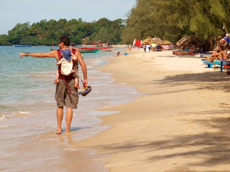 Chim tau cao toc cho 6 khach du lich Viet Nam tai Campuchia - Anh 2
