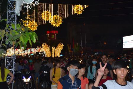 Nguoi dan Tay Do hao huc chao don nam moi - Anh 1