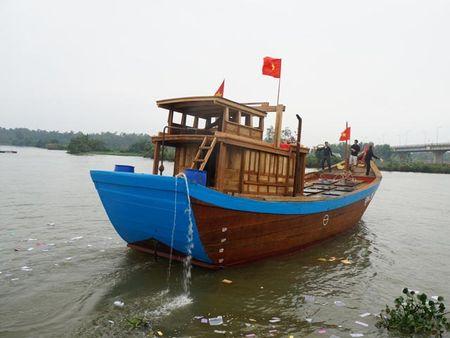 "Hang tram tau thuyen ""dua"" tren song Ban Thach lay loc dau nam - Anh 2"