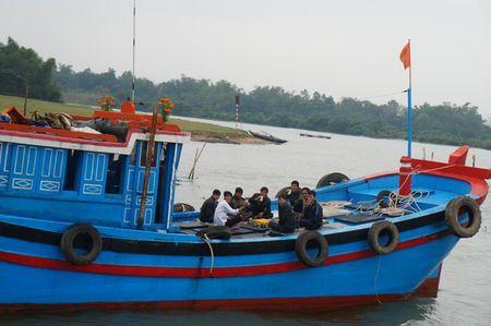 "Hang tram tau thuyen ""dua"" tren song Ban Thach lay loc dau nam - Anh 6"