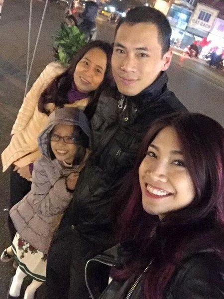 Faceboook sao 8/2: Sao Viet ron rang don giao thua - Anh 16