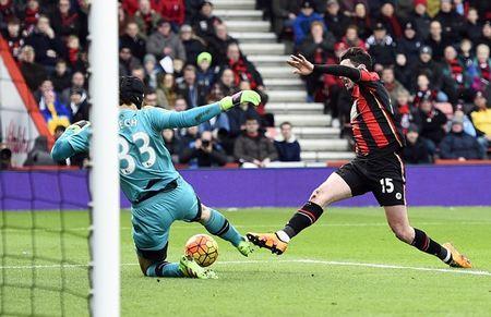 Oezil no sung, Arsenal lay ba diem trong 2 phut - Anh 11