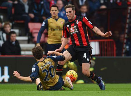 Oezil no sung, Arsenal lay ba diem trong 2 phut - Anh 3
