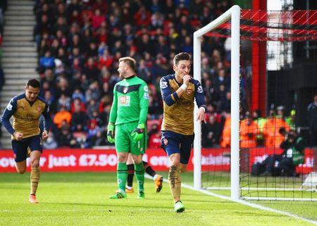 Oezil no sung, Arsenal lay ba diem trong 2 phut - Anh 6