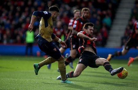 Oezil no sung, Arsenal lay ba diem trong 2 phut - Anh 8