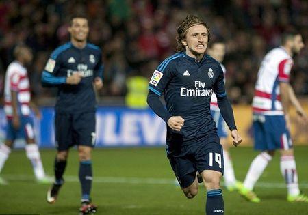 Luka Modric tu toi do hoa nguoi hung, Real thang nhoc - Anh 10