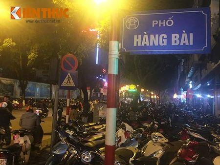 "Nguoi Ha Noi ""bi chem"" 100 nghin/xe may xem phao hoa - Anh 1"