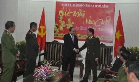 Pho Thu tuong Nguyen Xuan Phuc tham, chuc Tet CATP Da Nang - Anh 2