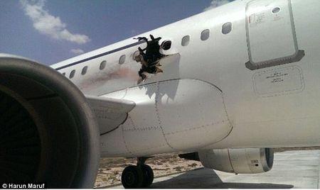 Bom khung bo may bay Somali duoc cai trong laptop - Anh 1