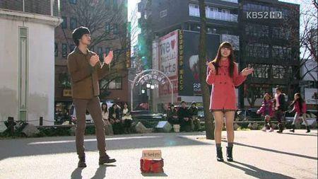 Khi Suzy (Miss A) bat tay 'tao bao'cung loat my nam dinh dam - Anh 3