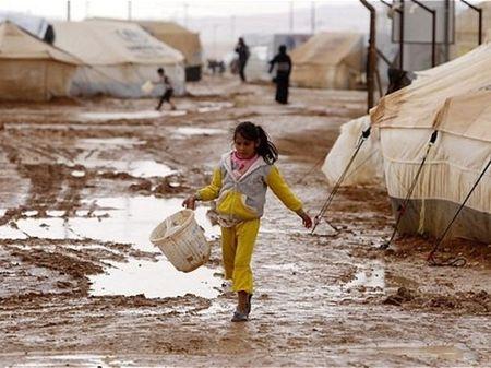 Tho Nhi Ky cuu tro nhan dao xuyen bien gioi cho nguoi ti nan Syria - Anh 1
