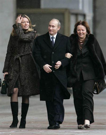 Putin len chuc, bao Nga bi phat nang vi tiet lo doi tu con gai tong thong - Anh 3