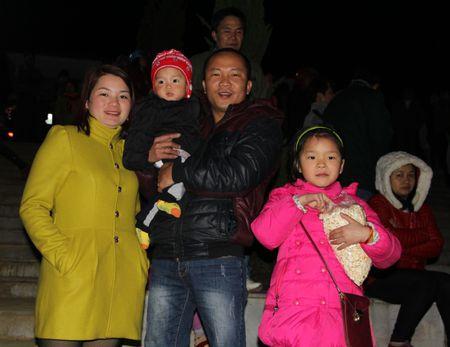 Bac Ha (Lao Cai): Nguoi dan hao huc cho doi xem ban phao hoa - Anh 10