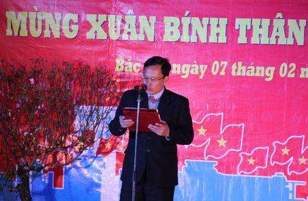 Bac Ha (Lao Cai): Nguoi dan hao huc cho doi xem ban phao hoa - Anh 6