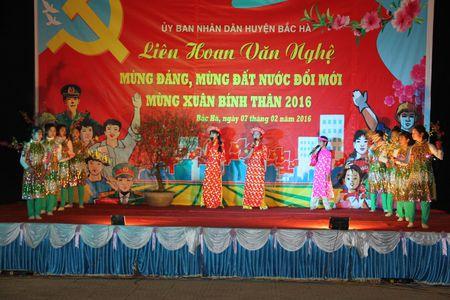 Bac Ha (Lao Cai): Nguoi dan hao huc cho doi xem ban phao hoa - Anh 8