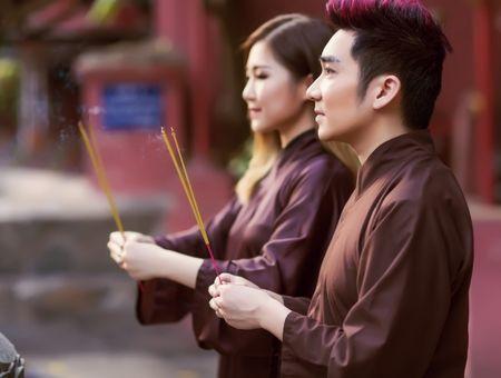 Quang Ha,Huong Tram mac ao nau song di le chua dau nam - Anh 5