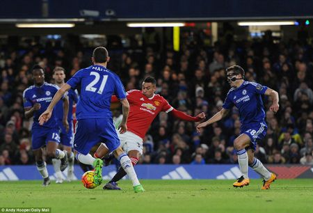 Chelsea 1-1 M.U: 'Quy do' danh roi chien thang o phut bu gio - Anh 1