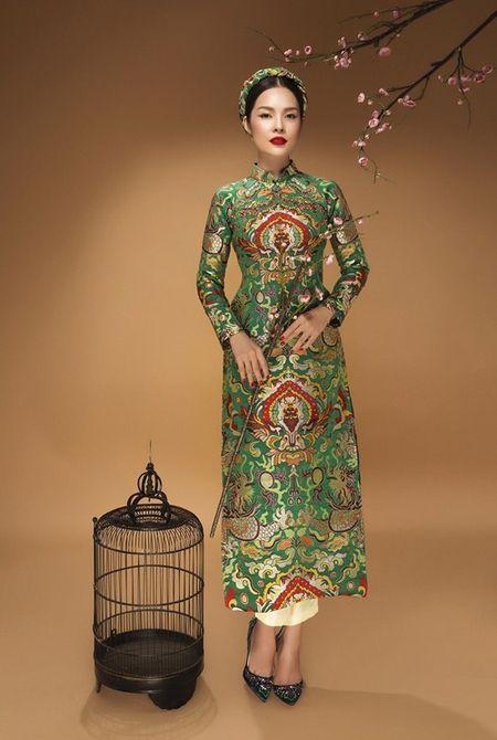 My nhan Viet 'xung xinh' ao dai don Tet - Anh 13