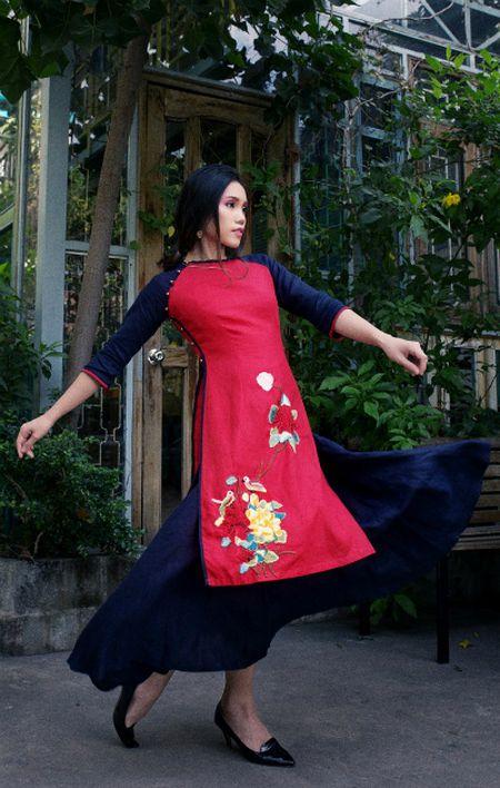 My nhan Viet 'xung xinh' ao dai don Tet - Anh 2