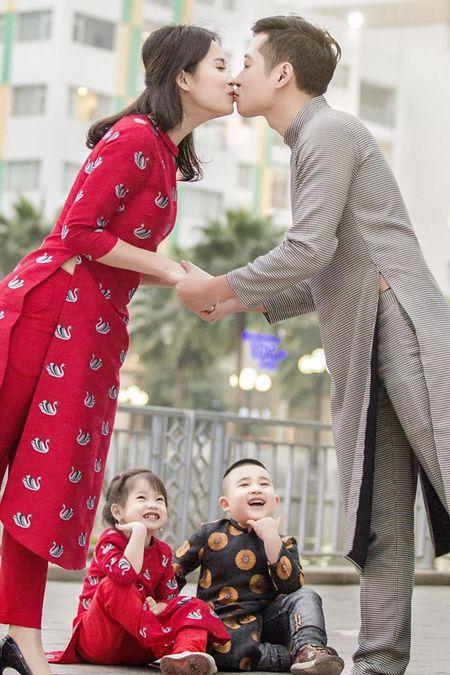 My nhan Viet 'xung xinh' ao dai don Tet - Anh 4
