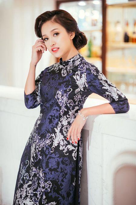 My nhan Viet 'xung xinh' ao dai don Tet - Anh 8
