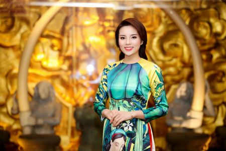 My nhan Viet 'xung xinh' ao dai don Tet - Anh 9