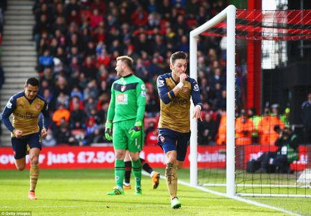 Arsenal tro lai cuoc dua vo dich voi chien thang nhe nhang truoc Bournemouth - Anh 1